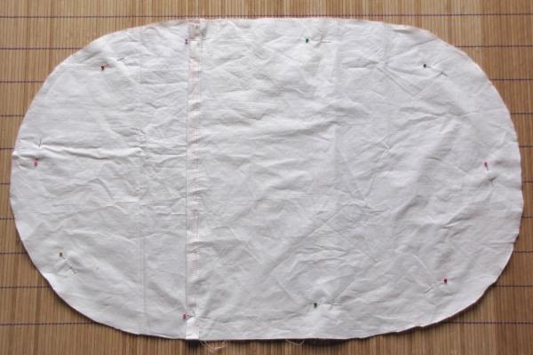 Assemblage des morceaux de tissu pour la housse.